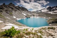 Der Wildsee beim Pizol ist nun fast vollständig vom Eis befreit. (Bild: Marc Bollhalder)