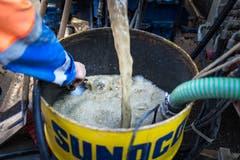 Die gesamte Bohrung wird stets mit Wasser gekühlt - die Doppelkernrohre würden sonst schmelzen. (Bild: Michel Canonica)
