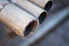 Am Ende des letzten Rohres befinden sich Industriediamanten, die sich Zentimeter um Zentimeter in die Tiefe schleifen. (Bild: Michel Canonica)