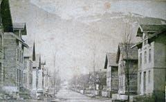 Die Bahnhofstrasse um etwa 1878 war noch ein bescheidener, aber doch schon prägender Strassenzug. (Bild: Archiv Hansruedi Rohrer)