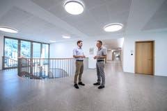 Gemeindeschreiber Reto Wermelinger (links) und Gemeindeammann Marcel Lotter im neuen Gebäude. Bild: Pius Amrein (Malters, 16. Juli 2018)