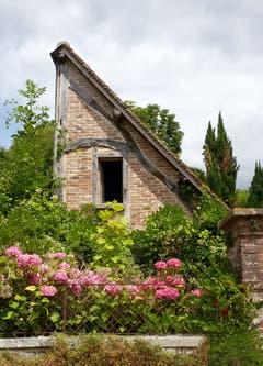 Ist bei diesem Haus in Rouen (Frankreich) beim Bauen das Geld ausgegangen...? (Bild: Bruno Schuler)