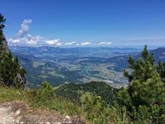 Blick ins Rheintal von der Mondspitze. (Bild: Toni Sieber)