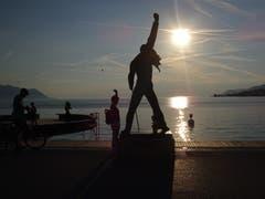 Erbarmungslos blendende Sonne beim Blick auf den Genfersee. (Bild: Josef Müller)