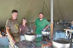 Für das gute Essen zuständig sind in der Gamser Schar Hans Lenherr (von links), Doris Schmid und Alex Niedermann.