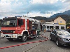 Hauptübung der Feuerwehr in Sevelen bei der Rietgarage mit Unterstützung eines Buchser Feuerwehrzuges. (Bild: Christian Hagmann)