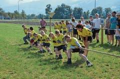 Mit vollem Einsatz sind nicht nur die Kinder aus Sax dabei – auch Coachin und Zuschauer fieberten mit.