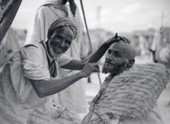 In seinem Buch «Tschadseeflug» (erschienen 1932) porträtierte Mittelholzer den Barbier von Marrakesch und untertitelte: «seine Werkstatt überspannt der ewig blaue Himmel Marokkos».