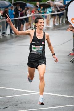 Valentin Pfeil beim Solozieleinlauf als Gewinner (Bild: Christian H. Hildebrand (Oberägeri, 20. Juli 2018))