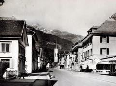 Bahnhofstrasse mit Kaufhaus Modern (rechts) im Jahre 1950. (Bild: Bilder: Archiv Hansruedi Rohrer)