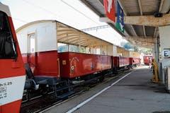 Die klassischen Aussichtswagen begeistern die Fahrgäste im Sommer. Eine gute Aussicht auf das Geschehen auf den Gleisen braucht auch Lokführer Roman Kubinger.