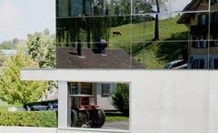 Gebäude mit Umgebungsspiegelung in Weggis. (Bild: Christa Bucher)