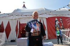 So kannte ihn das ganze Land: Clown-Spidi verkauft vor dem Zirkuszelt Programme. (Melanie Duchene/Keystone (Rapperswil, 27. März 2014))