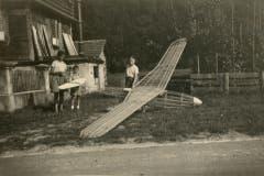 Die Anfangszeit der Modellfluggruppe. (Bild: PD)