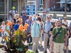 In Rheineck warten die Passagiere für die Rückfahrt - die Strecke ist gerade bei Wanderern beliebt.