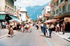 Am 31. Mai 1980 wurde auf der für den Verkehr gesperrten Bahnhofstrasse ein Igeb-Frühlingsmarkt durchgeführt. (Bild: Bilder: Archiv Hansruedi Rohrer)