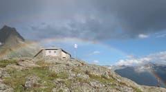 Diesen faszinierenden Regenbogen hat die Fotografin vor einigen Tagen über der SAC-Sewenhütte im Meiental eingefangen. (Bild: Kartin Gerig, Wassen, 15. Juli 2018)