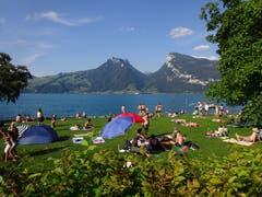 Wunderbare Badekukulisse bei Faulensee am Thunersee. (Bild: Josef Müller)