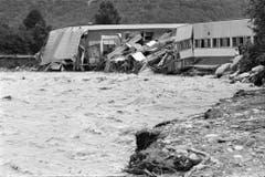 In Locarno wurden ganze Industriegebäude von den Wassermassen mitgerissen oder teils schwer beschädigt. (Bild: Karl Mathis / Keystone, 9. August 1978)