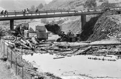 Eine Strasse bei Soazza im Misox ist überflutet (Bild: Keystone, 16. August 1978).