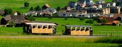 Standseilbahn am Fuss des Stanserhorns unmittelbar nach der Kreuzung (Bild: Sepp Bernasconi)