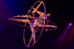 Das Duo 2-zen-O zeigt waghalsige Akrobatik. (Bild: Melanie Duchene / Keystone (Rapperswil, 15. März 2018))