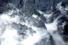 Nebelschwaden Hüllen die Flanken des Alpsteins ein. (Bild: Nicolas Giovanettoni)