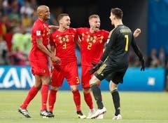 Die belgischen Spieler und der Torhüter freuen sich über ihre Leistung und den Einzug in den Halbfinal. (AP Photo/Frank Augstein, Kazan, 6. Juli 2018)