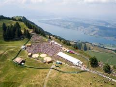 Drohnenaufnahme von Bergfest auf der Rigi Staffel, im Hintergrund der Vierwaldstättersee. (Bild: Roger Grütter (Rigi, 8. Juli 2008))