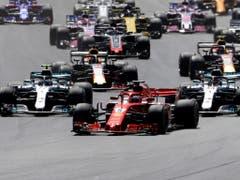 Sebastian Vettel übernimmt gleich nach dem Start die Führung (Bild: KEYSTONE/AP/LUCA BRUNO)