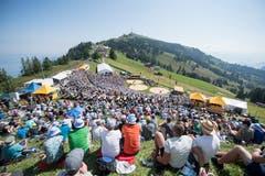 Die Schwingarena aus der Sicht der Zuschauer. (Bild: Urs Flüeler/Keystone (Rigi, 8. Juli 2008))