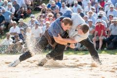 Joel Wicki, links, im Schlussgang gegen Armon Orlik. (Bild: Urs Flüeler/Keystone (Rigi, 8. Juli 2008))