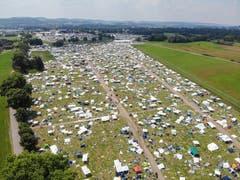 Das Open-Air-Gelände aus der Vogelperspektive: Das Bild zeigt den Zeltplatz am Sonntagmittag nach dem Festival. (Bild: Reto Martin)
