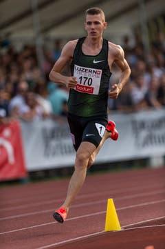 Der Sempacher Jonas Schöpfer wird über 800 Meter in 1:48.88 Minuten Achter. (Bild: Roger Grütter (Luzern, 9. Juli 2018))
