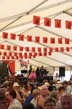 Die Gastgemeinde war auch im Festzelt im Winkel nicht zu übersehen. (Bild: Carmen Epp (Altdorf, 1. August 2018))