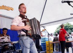 1. Augustfeier in Walchwil mit Julian von Flüe und Band. (Bild: Werner Schelbert/ZZ)