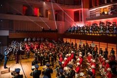 Dudelsack, Drums, Blasmusik: World Band Tatoo. (Bild: Philipp Schmidli (30. September 2017))