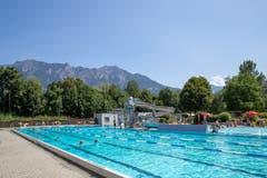 Schwimmen und Planschen mit Bergsicht. (Bild: Raphael Rohner)