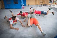 Für die Disziplin Formations-Skydiving üben die Teams am Boden. (Bild: Ralph Ribi)