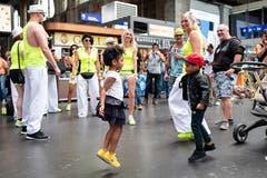 Im 27. Jahr der Street Parade müssen sich einige Raver jünger geben, als sie tatsächlich sind. Nur einzelne sind wirklich noch (sehr) jung.(Bild Keystone.)