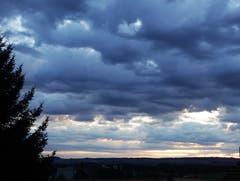 Wolkendecke erzeugt Tiefenwirkung. (Bild: Josef Habermacher (Rickenbach, 11. August 2018))