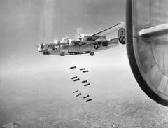 B-24J im Einsatz über dem deutschen Reich. (Bild: US Air Force)
