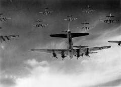 Eine enge Formation von B-17F Flying Fortress. (Bild: US Air Force)