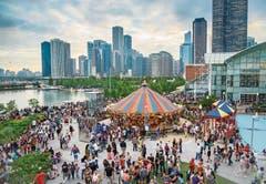 Riesenrad, Karussell, Restaurants, Einkaufsarkaden und zwei Museen locken ans Navy Pier. (Bild: Ranvestel Photographic, Choose Chicago.)
