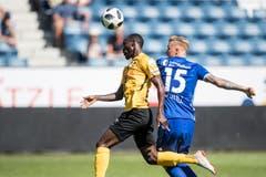 Der Luzerner Marvin Schulz (rechts) im Spiel gegen Nicolas Ngamaleu von YB. (Bild: Keystone/Urs Flüeler)