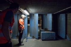 Der Abluftkanal mit Lüftungsklappen in der Decke der südlichen Tunnelröhre.(Bild: Urs Bucher)