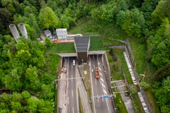 Das Westportal des Rosenbergtunnels im Hätterenwald. (Bild: Benjamin Manser)
