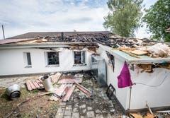 Das Dach hat grossen Schaden erlitten. (Bild: Andrea Stalder)