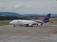 Thai-Jumbo rollt zum Startpunkt, ca. 14.16 Uhr. (Bild: Josef Müller (Kloten, 13. August 2018))