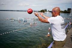 Zuger Schwimmfest 2018 im Zugersee bei der Rössliwiese. Wasserballturnier bei der Bucht. (Bild: Stefan Kaiser (Zug, 11. August 2018))